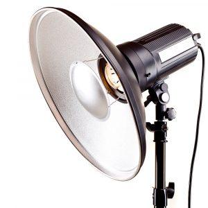 studio monoblock flash light on tripod